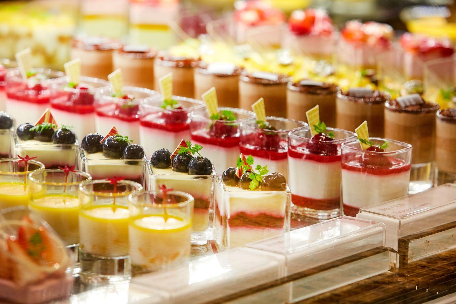 【明園西餐廳】九月限定教師節活動 雙人用餐憑教師證即贈水果磅蛋糕