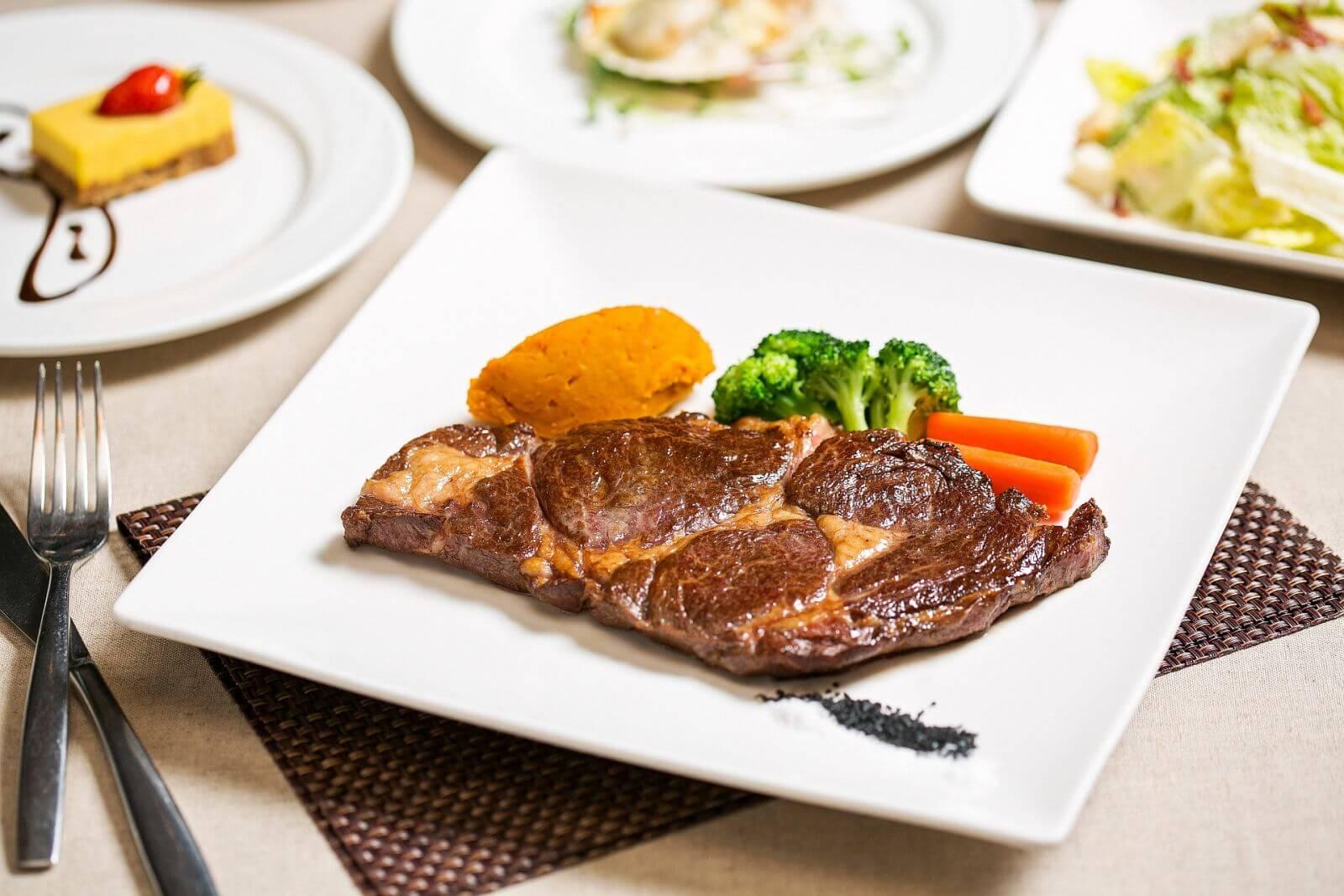 台北國賓大飯店ahmicafe精選套餐頂級肋眼牛排特餐