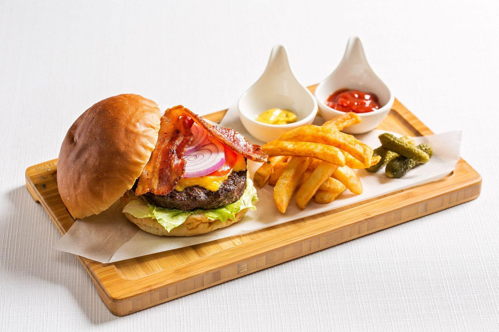 Ambassador Hotel Taipei Aqua Bar Wagyu Beef Burgef with Cheese